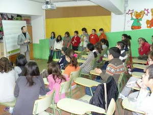 Jesús Mazón presentando la iniciativa en el C.P. Cisneros